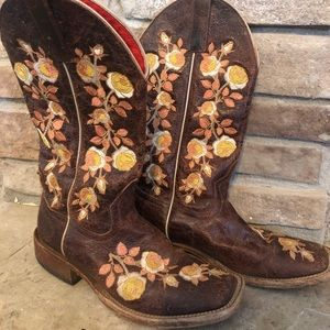 Macie Bean size 9 chocolate Rosa Lee boots